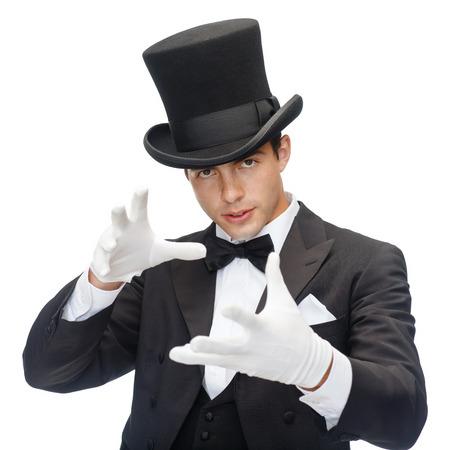 性能、サーカス、マジック ショーのコンセプト - 表示の上部のハット トリックの魔術師 写真素材