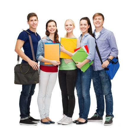 教育と人々 の概念 - 立っている笑顔の子供達のグループ