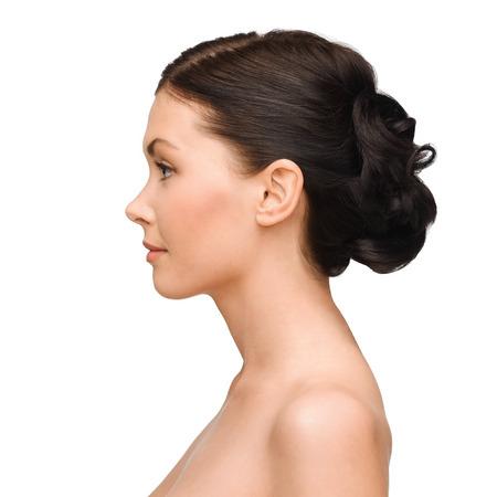 perfil de mujer rostro: belleza, spa y el concepto de salud - mujer joven y sonriente
