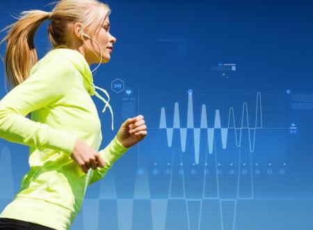 ecoute active: concept de sport, la formation, la technologie, la condition physique et le mode de vie - femme faisant courir avec des �couteurs � l'ext�rieur