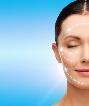 gezondheid, wellness en beauty concept - schoon gezicht van mooie jonge vrouw met gesloten ogen Stockfoto
