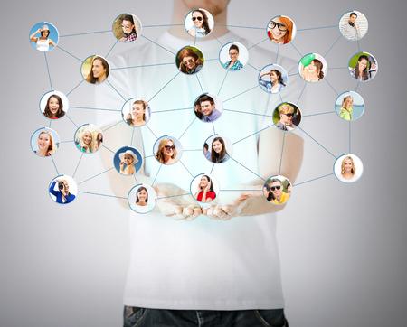 ネットワー キングとコミュニケーションのコンセプト - クローズ アップ マン手のソーシャル ネットワークを表示 写真素材