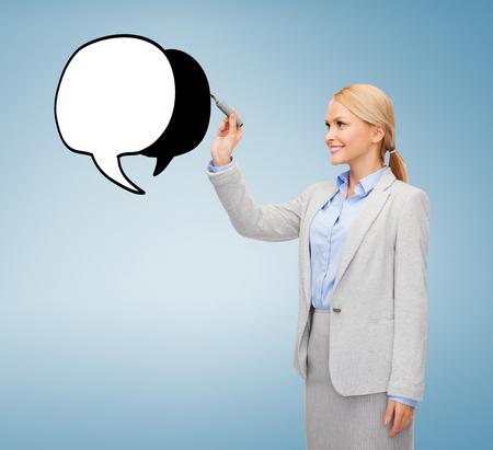 imaginary dialogue: oficina, negocio y nuevo concepto de la tecnolog�a - la sonrisa de negocios dibujo burbuja de texto en la pantalla virtual Foto de archivo