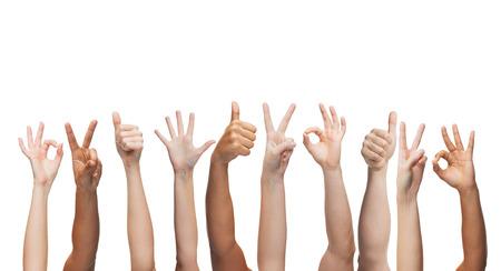 gebaar en lichaamsdelen concept - menselijke handen waaruit blijkt thumbs up, ok en vredestekens Stockfoto