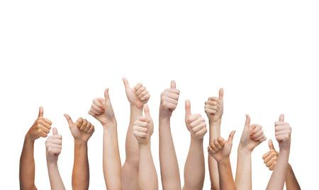 gebaar en lichaamsdelen concept - menselijke handen waaruit blijkt thumbs up Stockfoto