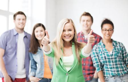 onderwijsconcept - groep studenten op school