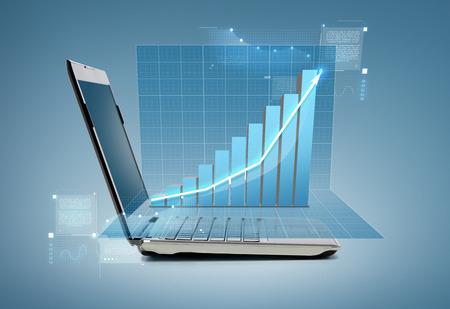 기술 및 광고 개념 - 차트와 노트북 컴퓨터