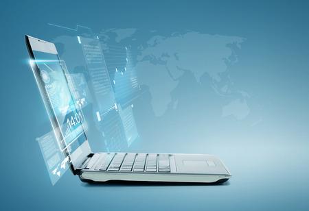 Technologie und advertisement Konzept - Laptop-Computer mit Grafik und Grafiken auf dem Bildschirm Standard-Bild - 27328779