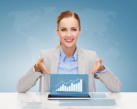 비즈니스, 기술, 인터넷 및 사무실 개념 - 태블릿 PC 컴퓨터와 증가 차트 웃는 사업가 스톡 콘텐츠