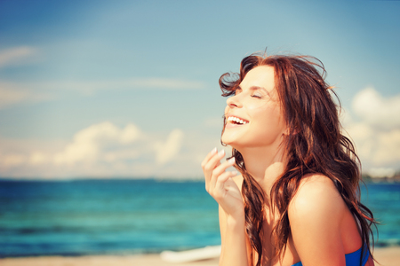 bright picture of laughing woman on the beach Stockfoto