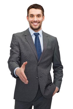 manos abiertas: concepto de negocios y oficina - buisnessman guapo con la mano abierta listo para apretón de manos