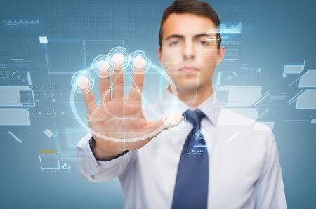 weta: biznesowych i biurowych, zakaz, weto, koncepcja ostrzeżenie - atrakcyjne buisnessman pracy z wirtualnym ekranie