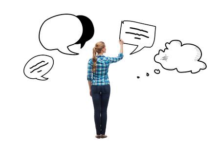 imaginary dialogue: educaci�n y concepto de publicidad - mujer joven en el texto retrocediendo burbujas en el aire