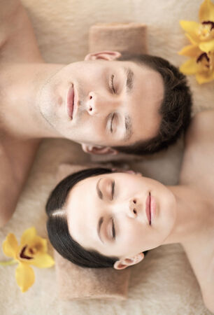 dayspa: picture of couple in spa salon lying on the massage desks