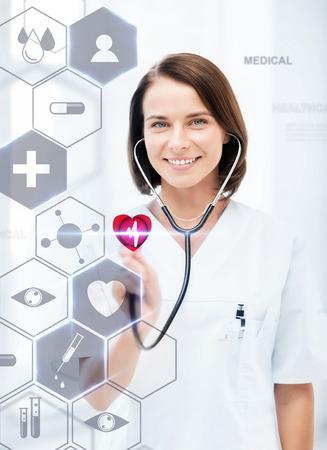 건강, 의료 및 미래의 기술 개념 - 청진 기 및 가상 화면 여성 의사