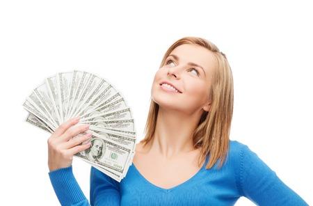cash money: dinero, las finanzas y las personas concepto - sonriente ni�a con dinero en efectivo en d�lares Foto de archivo