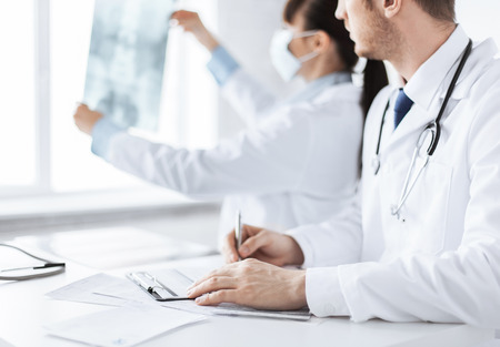 taking notes: picture of doctor and nurse exploring x-ray