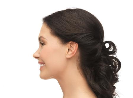 美と健康のコンセプト - 笑顔の若い女性の横顔の肖像画
