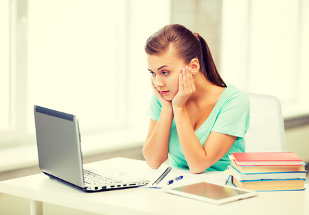 confused woman: picture of stressed student with computer at home