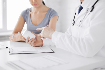 healthcare, hospital and medical concept - patient and doctor prescribing medication 스톡 콘텐츠
