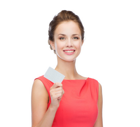 fashion, shopping, banking and payment concept - smiling elegant woman in red dress with blank plastic card Standard-Bild