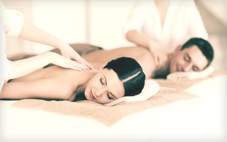 massage: picture of couple in spa salon getting massage