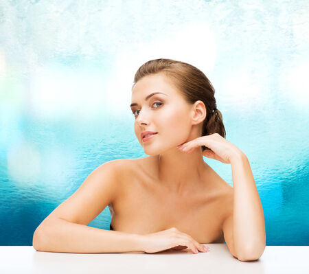jeune fille adolescente nue: beauty, health and people concept - smiling beautiful woman with clean perfect skin over blue glass background