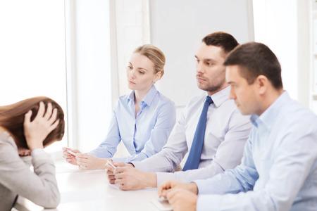 comit� d entreprise: affaires, de carri�re et le concept de bureau - affaires se tir� dans le bureau Banque d'images