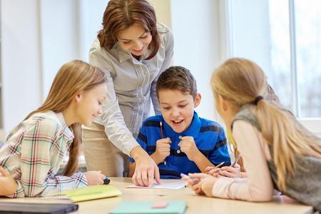 筆記試験を教室人概念の学習、小学校教育支援学校の先生の子供します。