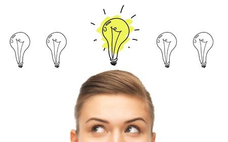アイデア、ビジネス、教育、人々 の概念 - は照明電球落書きを見上げる美しい女性の目のクローズ アップ 写真素材