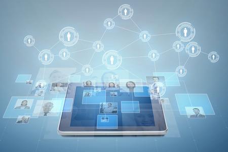 ビジネス、人々、社会的ネットワーク、頭狩猟コンセプト - タブレット pc コンピューターと青い背景上の実業家の写真 写真素材