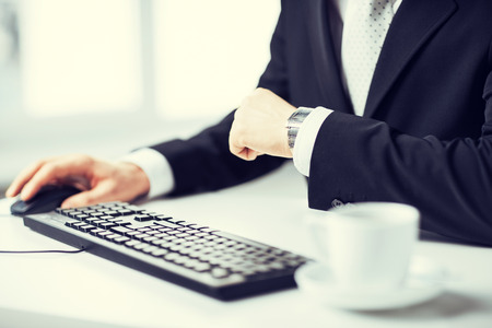 picture of man hands typing on keyboard and watching time Zdjęcie Seryjne