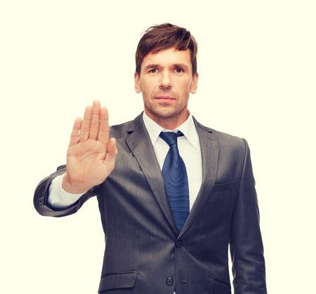 weta: biznesowych i biurowych, zakaz, weto, koncepcja ostrzeżenie - atrakcyjne buisnessman czyniąc gest zatrzymania Zdjęcie Seryjne