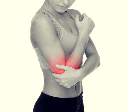 codo: cuidado de la salud, la aptitud y la medicina - deportivo mujer con dolor en el codo Foto de archivo