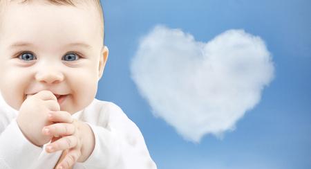 buen vivir: niño, la felicidad y el concepto de la gente - adorable bebé Foto de archivo