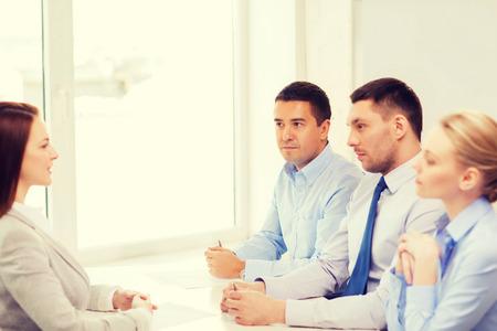 comité d entreprise: entreprise, la carrière et le concept de bureau - affaires lors de l'entrevue d'emploi dans le bureau Banque d'images