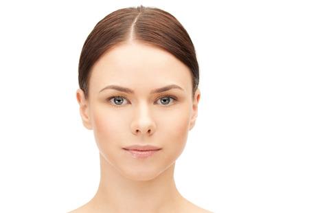 건강과 아름다움 개념 - 아름 다운 젊은 여자의 깨끗한 얼굴