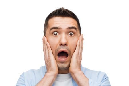 Angst, Emotionen, Horror und Personen-Konzept - Angst Mann Geschrei und berührte sein Gesicht Standard-Bild