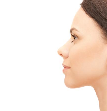 perfil de mujer rostro: la belleza y el concepto de salud - retrato de perfil de mujer joven