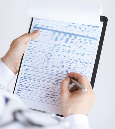 close up of male doctor holding prescription paper in hand Imagens - 41728510