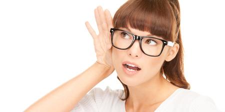 gehoor en nieuwsgierigheid concept - close-up foto van jonge vrouw luisteren gossip Stockfoto