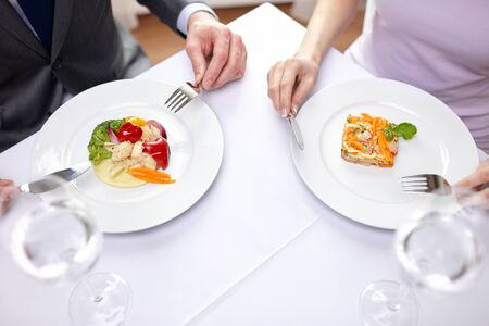 dattes: close up of couple eating appetizers at restaurant