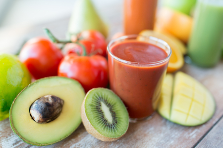 healthy eating, food and diet concept- close up of fresh juice glass and fruits on table Standard-Bild