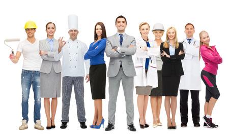 diferentes profesiones: feliz hombre de negocios sobre el grupo de trabajadores profesionales