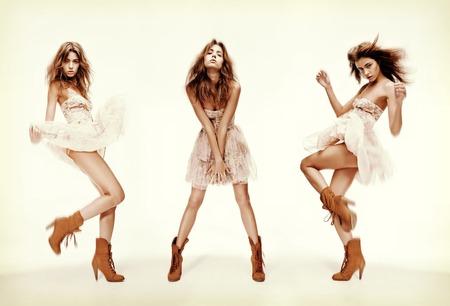poses de modelos: la moda y el glamour concepto - el triple imagen del mismo modelo de moda en diferentes poses Foto de archivo