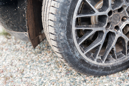 carro sucio: transport, driving and motor vehicle concept - close up of dirty car wheel on ground