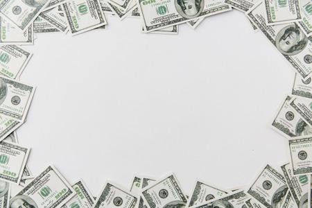 ビジネス、金融、投資、節約、破損コンセプト - テーブルにお金をドルのクローズ アップ