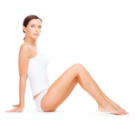 femme en sous vetements: la santé et la beauté notion - belle femme en blanc coton sous-vêtements