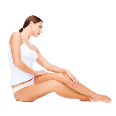 jungen unterwäsche: Gesundheit und Beauty-Konzept - schöne Frau im weißen Baumwoll-Unterwäsche