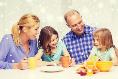 niños desayunando: food, family, children, happiness and people concept - happy family with two kids having breakfast at home